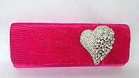 Клатч вечерний малинового цвета с брошью в виде сердца