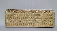 Клатч вечерний золотистого цвета украшеный стразами и жемчугом
