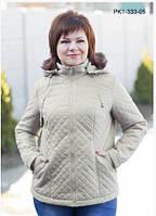 Куртка  полуприталенного силуэта выполнена из стёганой плащевки.