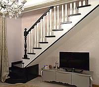 Лестница деревянная закрытая с забежными ступенями на косоурах, фото 1