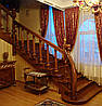 Маршевая  лестница по бетону поворотная из дерева