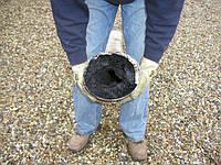 У вас в дымоходе сажа, очистка при помощи специальных средств поможет от нее избавиться!