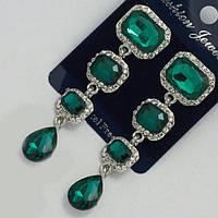 Сережки вечерние с зелеными камнями