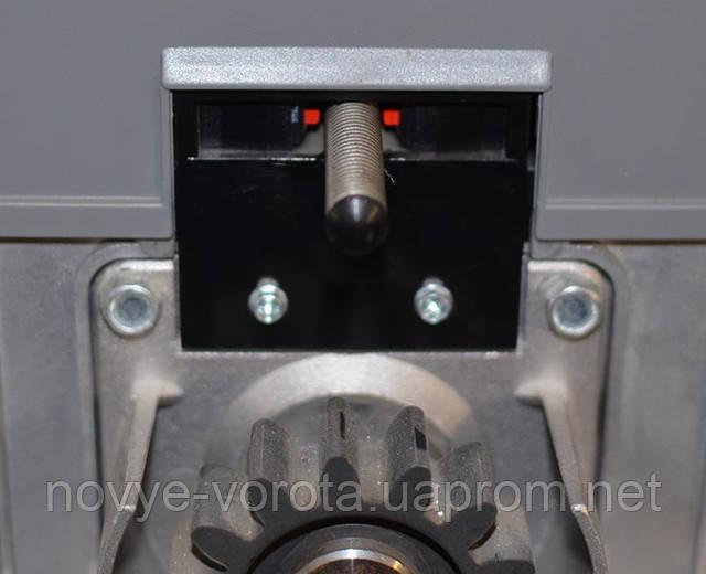 Пружина с двумя выключателями в корпусе привода.