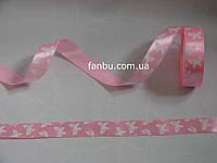 Лента атласная светло розовая с белыми бабочками (ширина 2.5см
