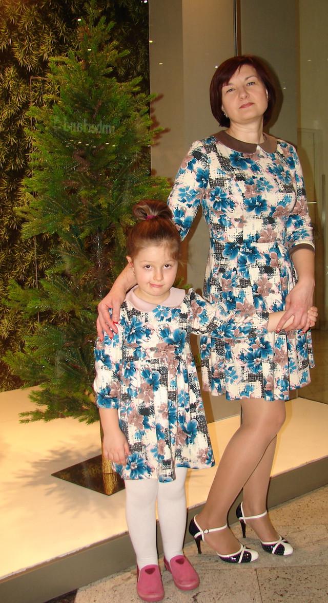 Комплект платьев для мамы и дочки, голубые цветы
