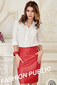 Красная юбка из кожзама