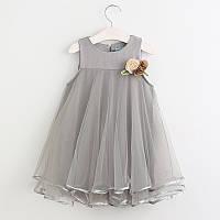 Нежное платье с цветком для девочки фасон трапеция серый