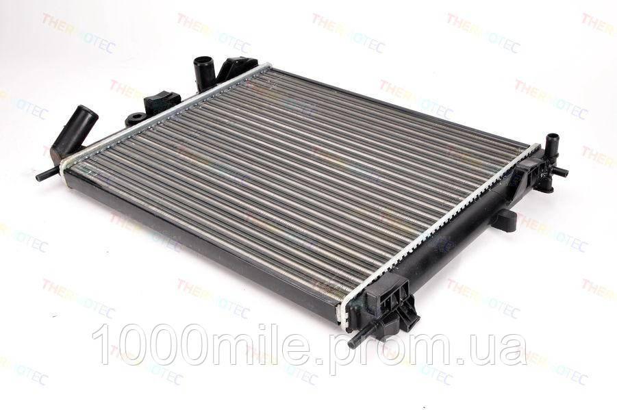 Радиатор охлаждения двигателя на Renault Kangoo 97->2008 1.2 (+AC)  — Thermotec (Китай) - D7R031TT