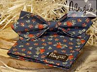 Набор тканевой бабочки с нагрудным платком темно-синего цвета в цветочный принт Ретро