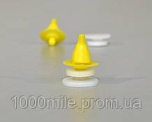 Клипса крепления обшивки (жёлто-белая) на Renault Master II  98->10 — Transporterparts (Франция) 05.0513