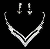 Комплект Кристалл v-образный /серьги и колье/бижутерия/цвет серебро