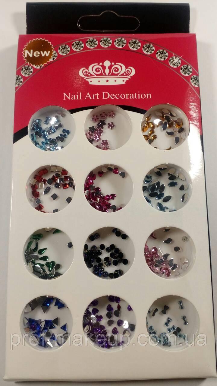 Фигурки для декора ногтей.