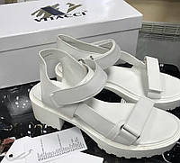 Босоножки белые от H & M