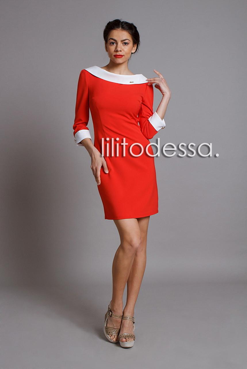 Платье с вырезом-лодочкой алый