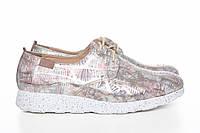 Спортивные цветные туфли из красочной кожи в розово перламутровых тонах