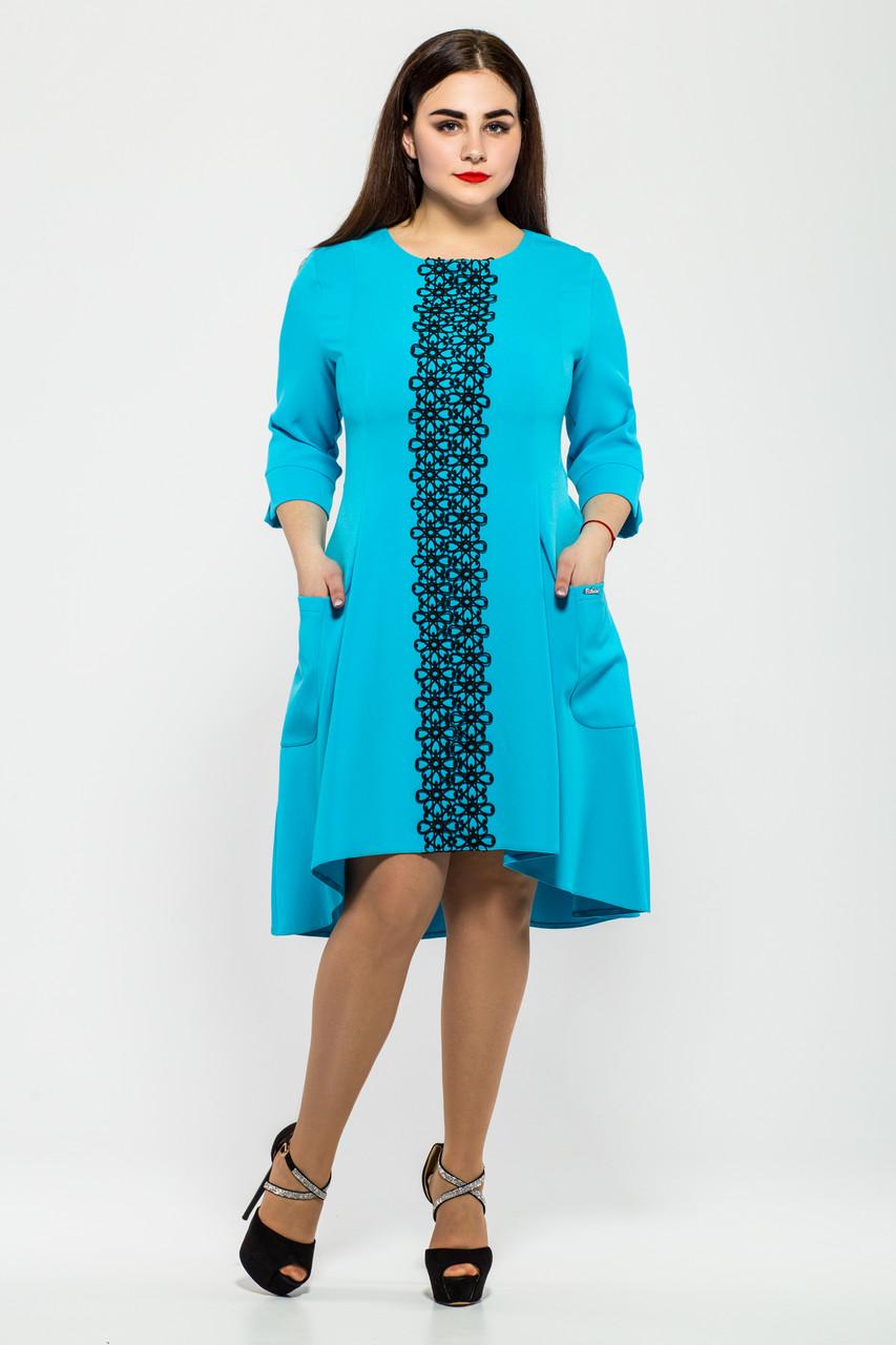 Женское трикотажное платье со шлейфом Милана с кружевом цвет голубой размер 50-56 / большие размеры