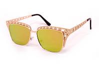 Женские солнцезащитные очки с зеркальным напылением в стильной оправе