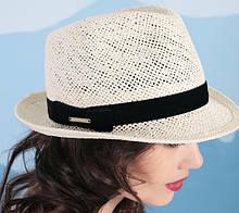 Летняя шляпа с небольшими  полями из соломки