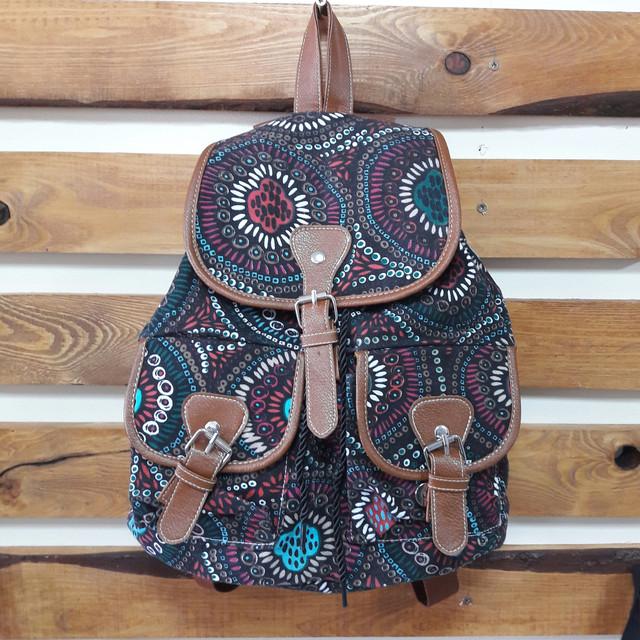 Прогулочный рюкзак для девушки