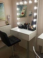 Стол для визажиста, стол с подсветкой и врезными цоколями в зеркало