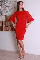 Эффектное красное платье с широким гипюровым рукавом
