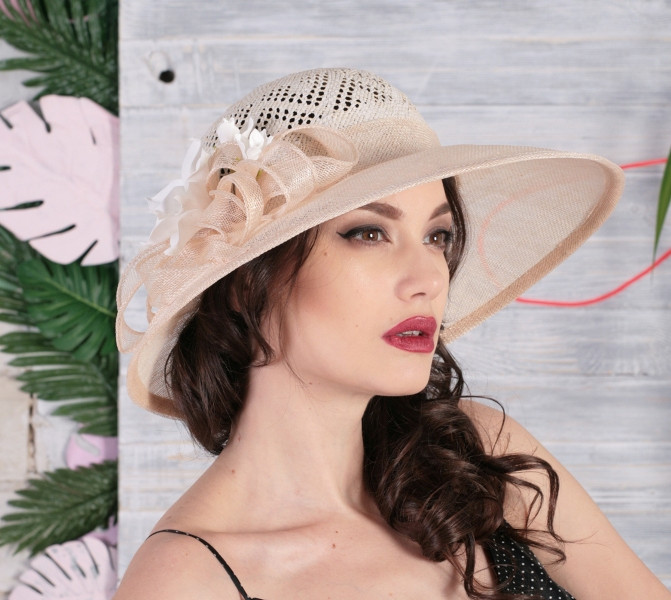Шляпа женская на лето из натуральной соломки синамей