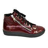 Женские демисезонные ботинки, из натуральной лаковой кожи бордового цвета, на плоской подошве, фото 2