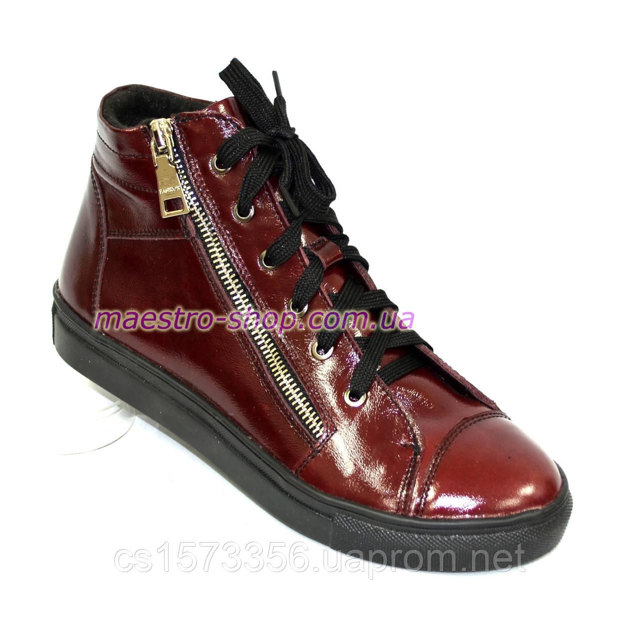 Женские демисезонные ботинки, из натуральной лаковой кожи бордового цвета, на плоской подошве