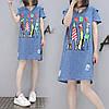 Джинсовое платье с ярким принтом