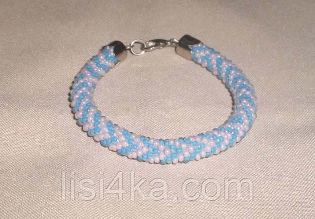 Узорный браслет-жгут из чешского бисера в нежных розово-голубых тонах узорный