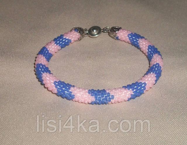 Узорный браслет-жгут из чешского бисера в ярких розово-голубых тонах узорный