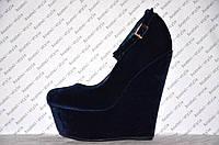 Туфли на танкетке из велюра синего цвета