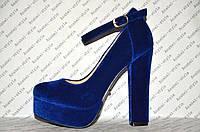 Туфли из велюра с застёжкой на высоком устойчивом каблуке синие