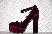 Туфли из велюра с застёжкой на высоком устойчивом каблуке бордовые