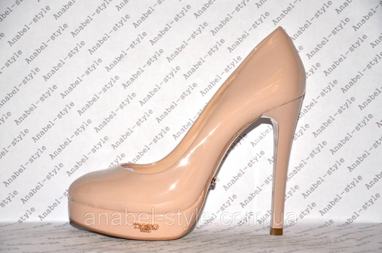 Туфли женские лаковые стильные на шпильке бежевого цвета (пудра) Код 330