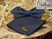 Набор тканевой бабочки с нагрудным платком темно-синяя шотландка Ретро