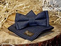 Набор тканевой бабочки с нагрудным платком темно-синяя шотландка Классик1