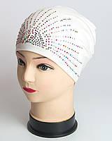 Белая шапка для девочки с россыпью камней