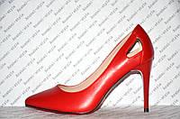 Туфли лодочки на низкой шпильке красного цвета