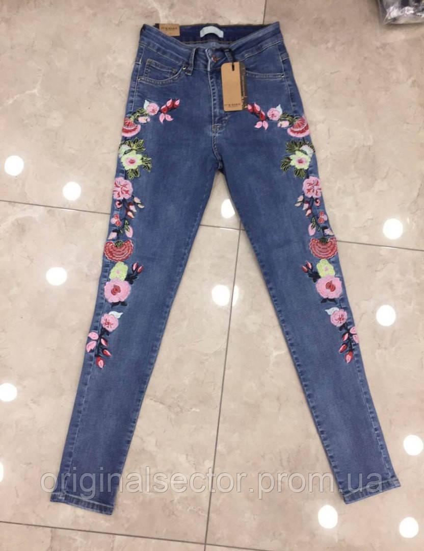 f279e81064b49 Женский джинсы с вышитыми цветами баталы: продажа по Украине. брюки ...