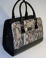 Женская каркасная сумка Valetta Studio черного цвета с принтом гипюр