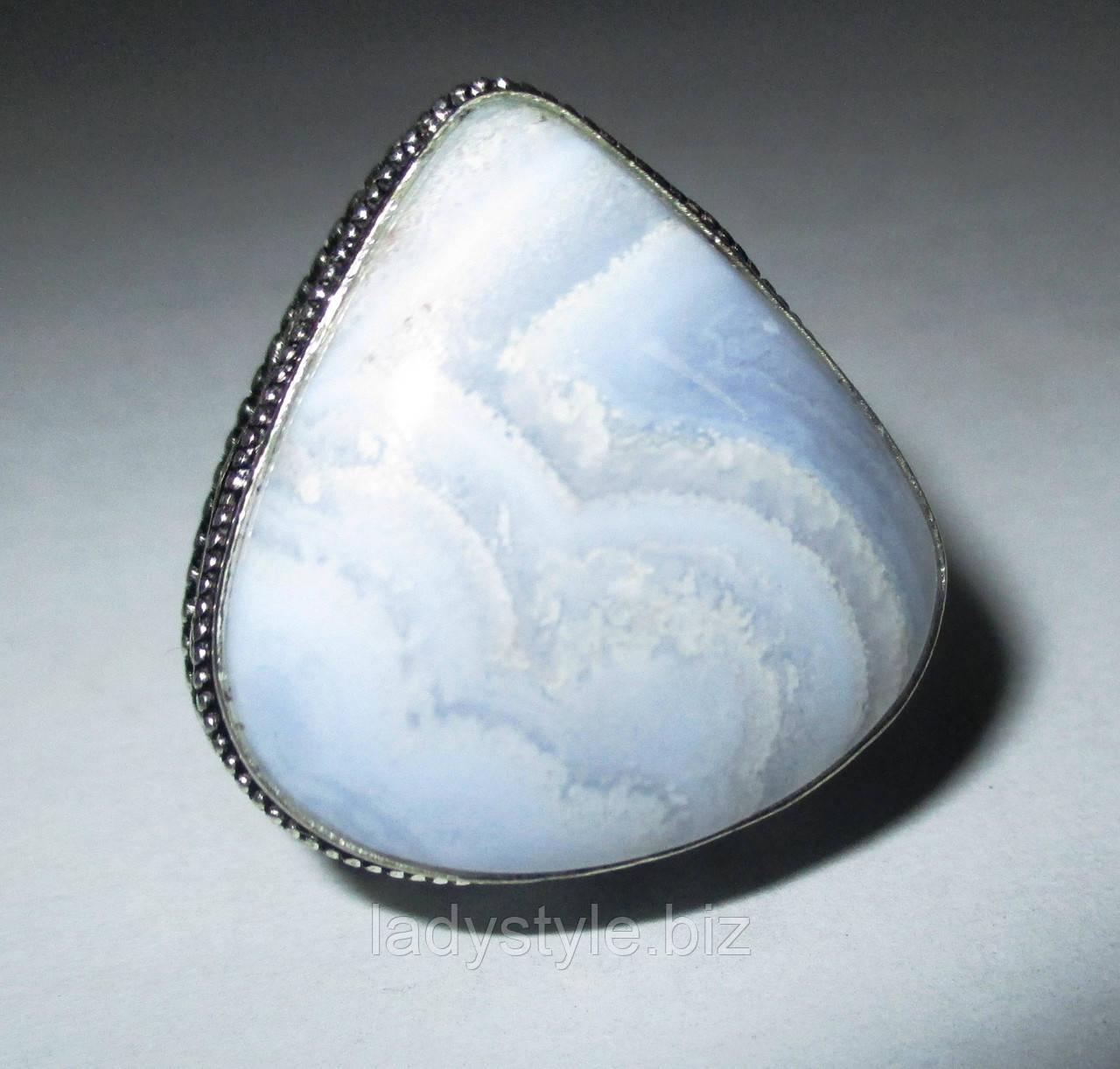 Шикарный перстень с агатом-сапфирином, размер  17,9