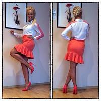 Трикотажная короткая юбка с оборкой