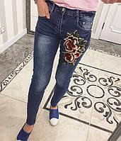 Облегающие джинсы с аппликацией