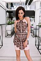 Облегающее платье мини длины интересного фасона