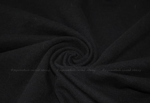 Чёрная женская футболка с V-образным вырезом