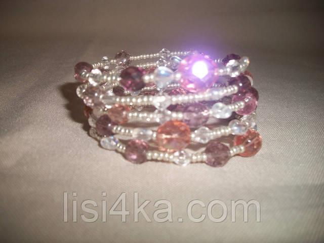 Браслет на жесткой основе из чешского бисера и стекла серебристо-розового цвета