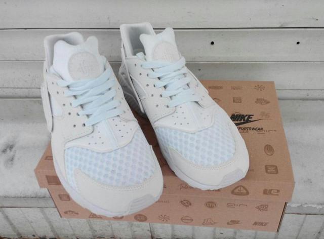 Кроссовки женские Nike Huaraсhe