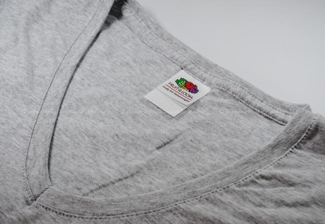 Серо-лиловая женская футболка с V-образным вырезом